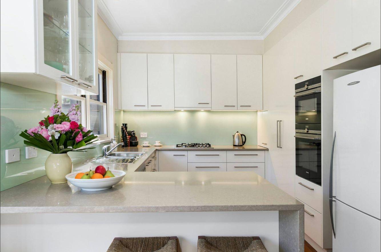 kitchen coloured splashback